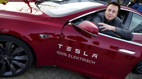 Tesla-sjef Elon Musk røper at den kommende volummodellen til Tesla vil koste rundt 35.000 dollar.