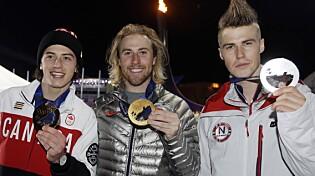 PALLEN: Mark McMorris med bronsen, Sage Kotsenburg med gullet og Ståle Sandbech med sølvmedaljen.   AFP PHOTO / POOL / MORRY GASH