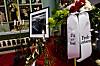 BØHN BISETTES: Kranser ved båren til Karl Erik Bøhn før bisettelsen i Sandefjord kirke tirsdag. Den tidligere landslagsspilleren og håndballtreneren døde 48 år gammel etter ett års kamp mot kreften. Foto: Vegard Grøtt / NTB scanpix