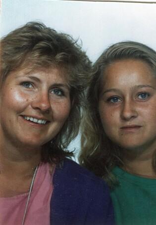 GRAN CANARIA: Erna på besøk hos lillesøster Ingrid i Spania i 1989. (Foto: Privat)