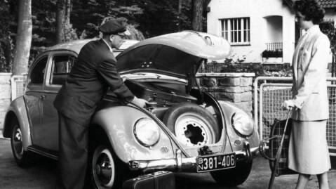 Bagasjerommet er naturligvis foran - for motoren er bak. I beste Porsche-stil. Bildet er fra en gammel reklame...