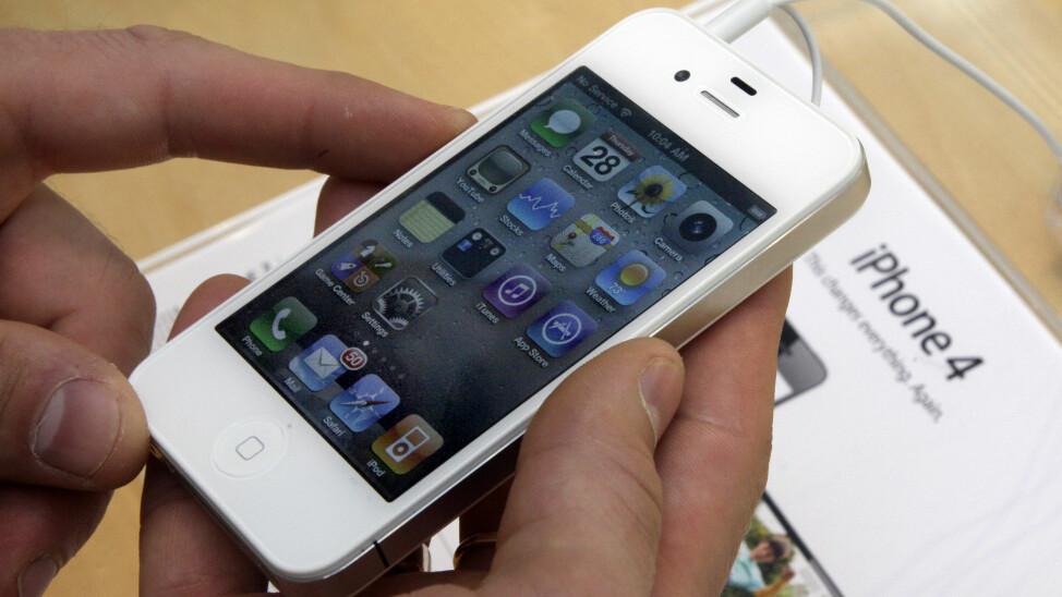 KAN TA FYR: I KIna døde en kvinne 24. juli 2014 etter at iPhone-telefonen hennes ga henne elektrisk støt i løpet av natten. Illustrasjonsfoto: AP Photo/Richard Drew.