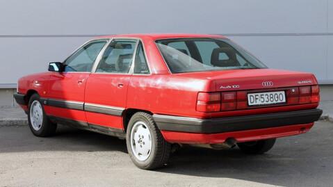 I tillegg til hvite blinklys foran ser bilen ut til å ha fått den helrøde baklysrampen, som kun ble levert originalt på Audi V8. Foto: Finn.no