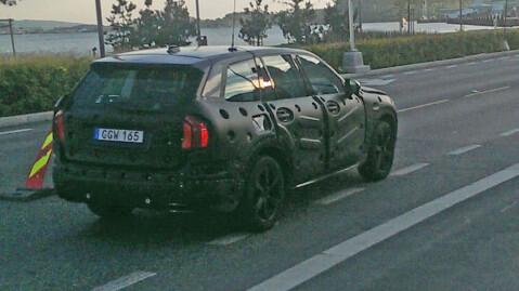 Volvo er tydeligvis fortsatt bestemt på at ingen skal få se nøye på nye XC90 i Norge enda. Foto: Stian Tinnesand