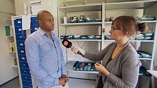 SKYLDER PÅ SVIKT: Avdelingsleder hos Fixel, Mamadi Keita, blir her intervjuet av TV 2 Hjelper deg.