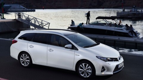 Auris er Toyotas bestselger i Norge. Her hjemme er de solid frakjørt av Volkswagen, nå gjenstår det å se om det samme skjer på verdensbasis i 2015.