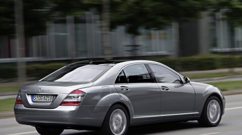 Mercedes S-klasse oser penger og status - men i bruktmarkedet trenger den slett ikke koste noen formue.