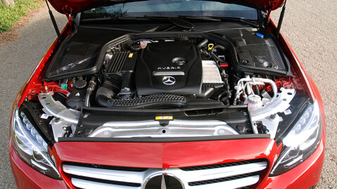 281 hk fra henholdsvis bensinmotor og elmotor. Det er mer enn nok!