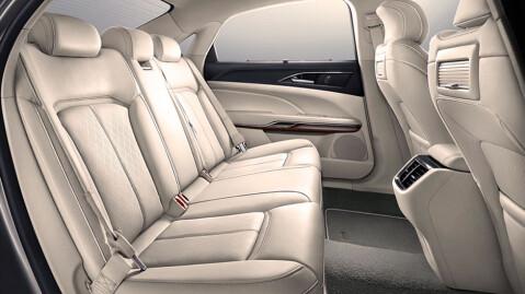 Kineserne får mildt sagt god bakseteplass i nye Ford Taurus.