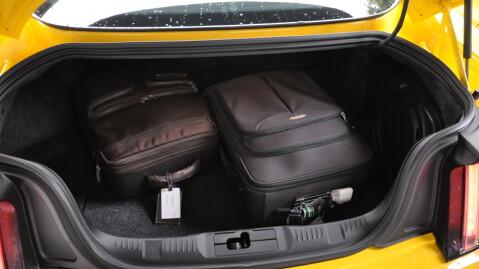 Bagasjerommet er ganske rommelig. 408 liter i coupe-utgaven.