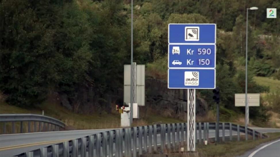 KOSTBART: For å kjøre gjennom Finnfast i Rogaland må lastebilsjåfører betale 590 kroner - hver vei. FOTO: TV 2.