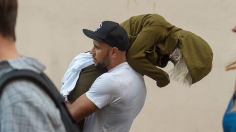 Lily Allen (31) måtte bæres hjem av kjæresten etter fest