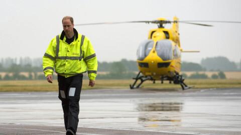 Prins William slutter som ambulansepilot