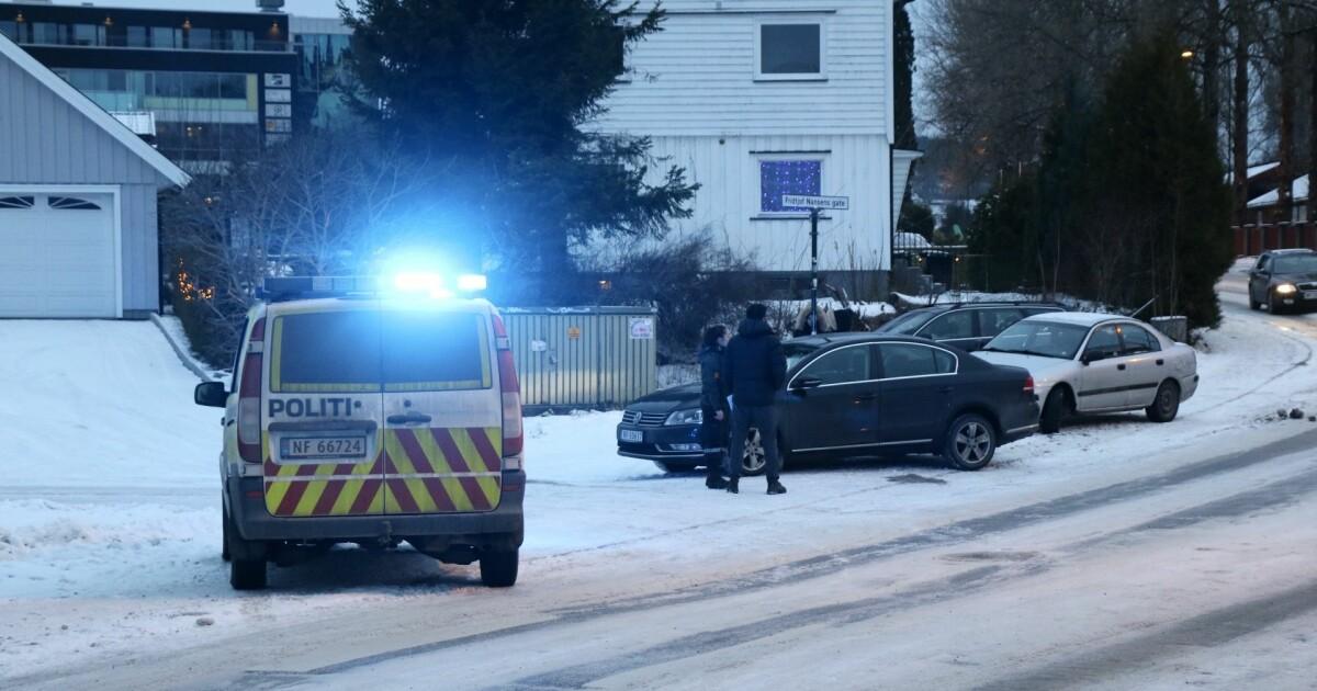 Barnevogn påkjørt av bil i Skien - ettåring sendt til sykehus