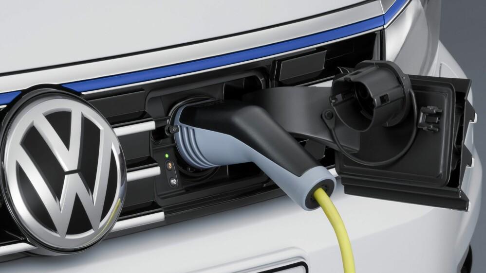 Volkswagen er i full gang med å rulle ut ladbare hybrider i tillegg til elbiler. Nå kan også Passat gå på strøm.