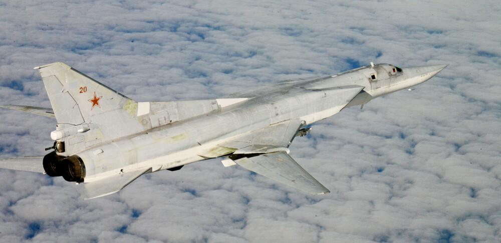 Et russisk bombefly av typen Tu-22M3 med NATO-betegnelsen Backfire fotografert av en norsk F-16-pilot. Foto: BODØ QRA/Forsvaret