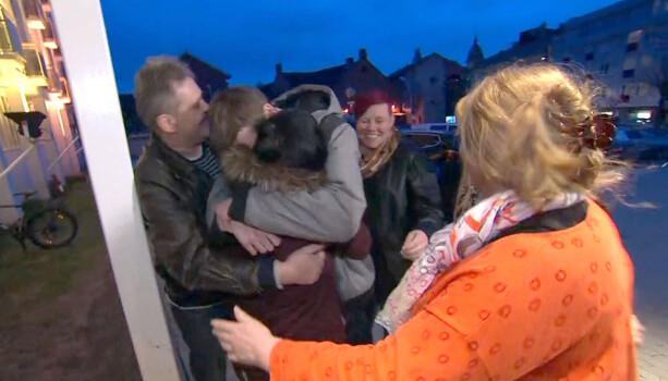 KORT LYKKE: Foreldrene var i lykkerus da de fikk vite at de skulle gjenforenes med barna. Nå er lykken snudd til fortvilelse. Foto: TV 2