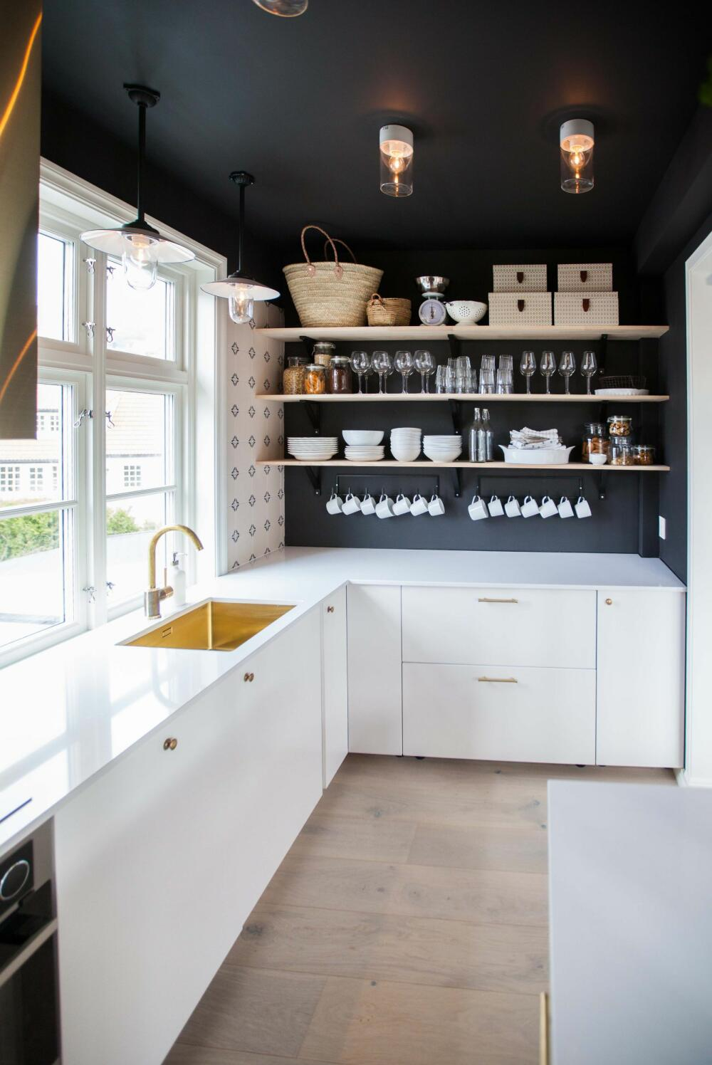Slik laget Tid for hjem et plassbygget kjøkken med integrerte møbler