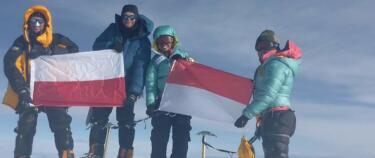 Norske Cato (43) fant kamera på en av verdens høyeste fjelltopper