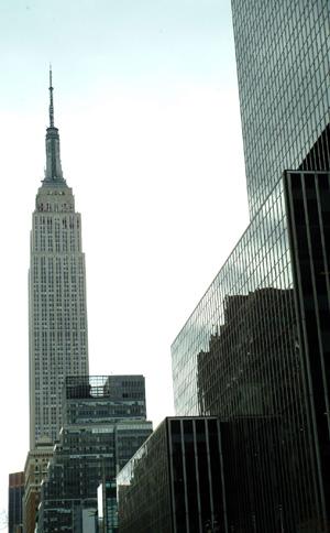Empire State Building mot den bleke vårhimmelen. (Foto: Ronald   Toppe)