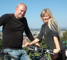 KLIMAPAR: Siri Kalvig har med seg humoristen og miljøaktivisten Terje Torkildsen i programmet. (Foto: TV 2)