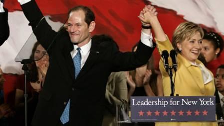 Eliot Spitzer og Hillary Clinton under et valgmøte i New York i 2006. (Foto: TIMOTHY A. CLARY/SCANPIX, ©TC/PL)