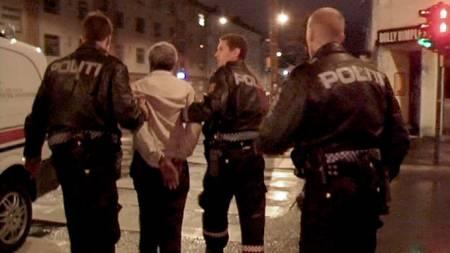 Mann pågripes for knivstikking på Torshov (Foto: Benjamin Bakken/TV 2 Nyhetene)