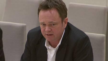 Fredrik Græsvik forklarer seg i høringen etter Kabul-angrepet. (Foto: Stortinget)