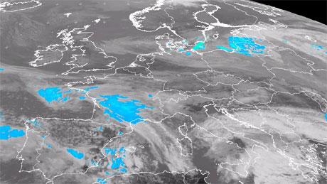 Det blå flekkene viser hvor det regner kl 14 torsdag 17. april. (Foto: EUMETSAT)