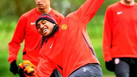 KAN VINNE GULL: Anderson sprudler på Uniteds trening  (Foto: NICK WILKINSON/EPA)
