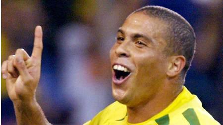 SNAKKER UT: Ronaldo snakker ut om hvordan han havnet på hotellrom med tre transvestitter. (Foto: STF/AFP)