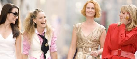 MOTELØVER: Gled deg til lekre kjoler og sko i «Sex and the City» filmen som kommer til Norge 6. juni. (Foto: Stella)