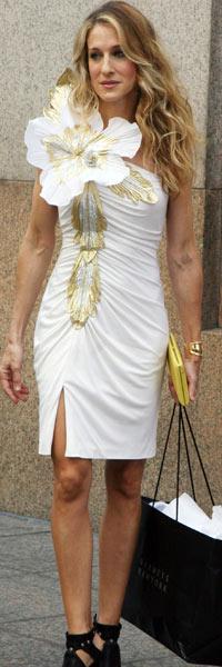 FLOTT: Sarah Jessica Parker gjør en fantastisk figur som «Carrie». (Foto: Stella)