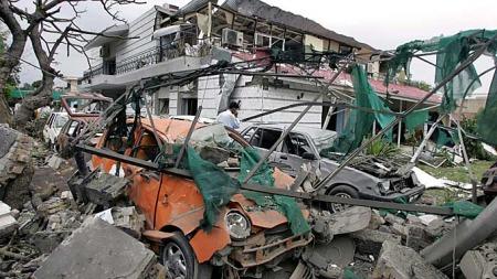 Terroraksjonen mot den danske ambassaden i Islamabad forårsaket store ødeleggelser. (Foto: Anjum Naveed)