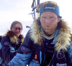 Rune Gjeldnes og Torry Larsen er de eneste som har klart å krysse Polhavet uten å få forsyninger underveis. (Foto: www.seal.no)