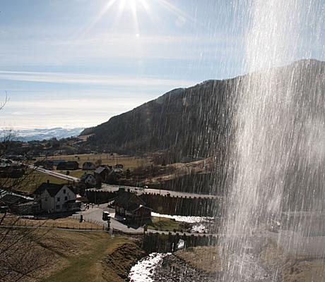 Steinsdalsfossen-under (Foto: Beate Larsen)
