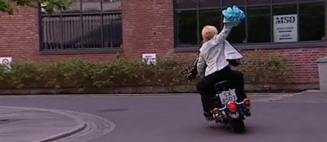 EKSOSRYPE: Slik har du ikke sett Juni Anker-Hansen før. Se hele   videoen øverst i saken.