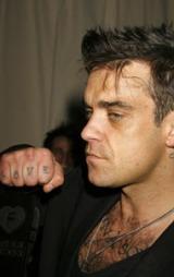 LOVE: Robbie ble tidlig stemplet som bad boy. En av grunnene; hans mange tatoveringer.