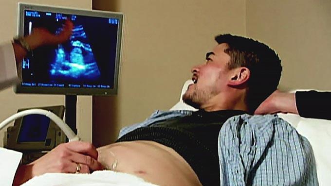 trekant med kona smerter i magen gravid