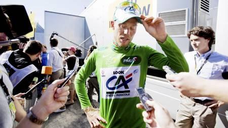 Thor Hushovd prater med pressen etter at han tok den grønne poengtrøya under 5. etappe i Tour de France i  (Foto: Solum, Stian Lysberg/SCANPIX)