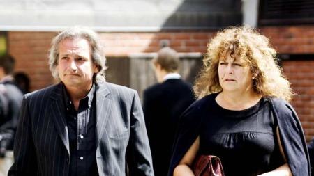 Tom Sterri og Britt Elisabeth Hågensli hadde bare lovord å si om Harald Heide-Steen før bisettelsen onsdag. (Foto: Kyrre Lien / SCANPIX)