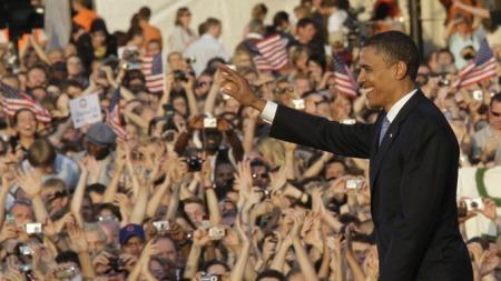 I TETEN: Obama ligger seks prosentpoeng foran rivcalen McCain i en ny meningsmåling.  (Foto: Reuters)