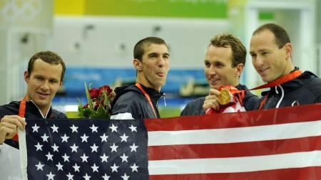 VINNERLAGET I 4x100 METER MEDLEY: (Fra venstre) Brendan Hansen,   Michael Phelps, Aaron Peirsol, Jason Lezak. (Foto: Mark J. Terrill/AP)