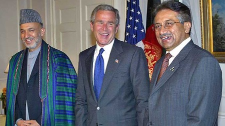 Afghanistan President Hamid Karzai, US President George W. Bush, Pakistan President Pervez Musharraf (Foto: AFP)