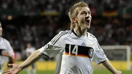 DEBUT-MÅL: Marko Marin feirer sin første scoring for Tyskland.  (Foto: Uwe Lein/AP)