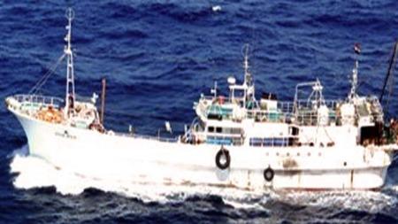 Bilder er offentliggjort av Det internasjonale maritime byrå   og skal være moderskipet til piratene som de benytter for å ta seg rundt   kysten av Somalia. (Foto: AFP/HO/International Maritime Bureau)