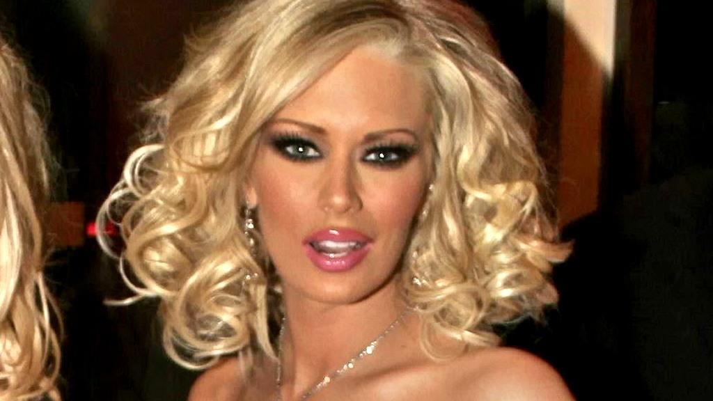 FYLLEKJØRING: Porno-Jenna ble arrestert for å ha kjørt i fylla for tredje gang og nå risikerer tvillingmoren fengselsstraff.