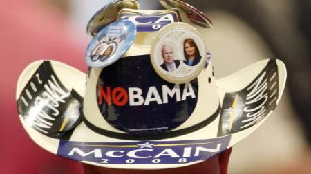 Liten tvil om hvem denne cowboyen kommer til å stemme på ved   presidentvalget. (Foto: JIM YOUNG/REUTERS / SCANPIX)