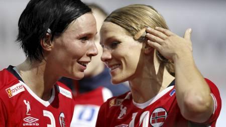 Katja Nyberg og Gro Hammerseng. (Foto: CHARLES PLATIAU/SCANPIX)