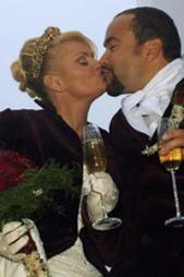 FOLKEKJÆR: Da Mia gifter seg med Marcel Lelienhöf i 2002 slet moren med rusproblemer.
